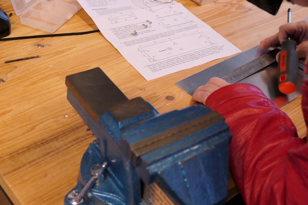 Im FiT Bus: Ausmessen des Werkstückes